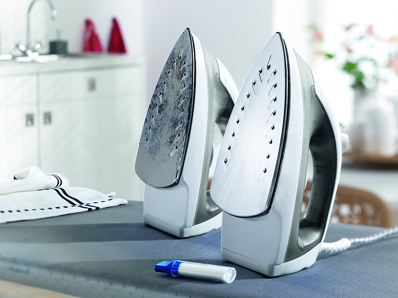 Как эффективно почистить подошву утюга в домашних условиях