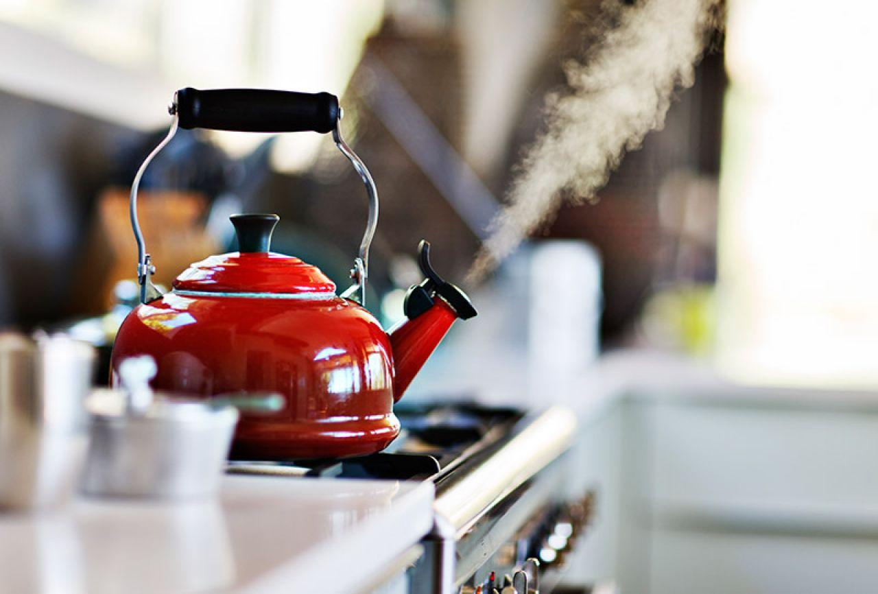 3 причины почему нужно регулярно чистить чайник и 3 способа это сделать правильно