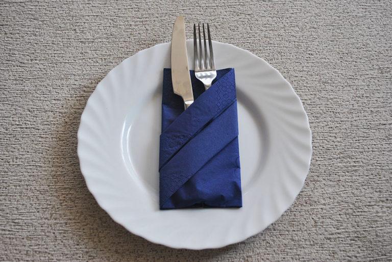 Как сделать из салфеток для столовых приборов 483