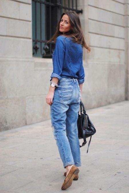 Голубые джинсы (73 фото): с чем носить, рваные, с высокой талией, удачные образы 2018