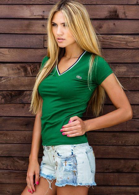 ba860dc3 Grønne fans vil alltid finne det rette i garderoben. Dette kan være en  stilig skjede kjole, uvanlige jeans og den vanligste grønne T-skjorten.