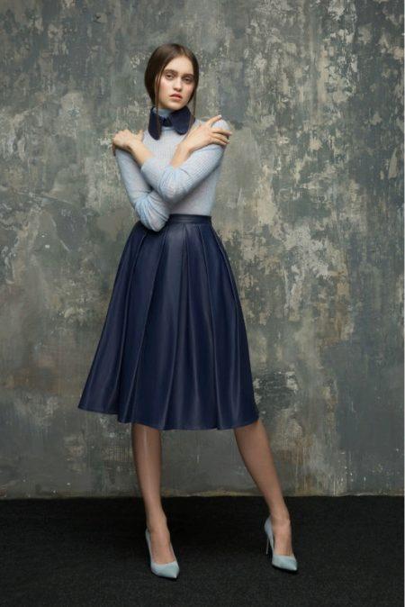 a24fd1074ba Обычно такая юбка имеет длину выше колена или на несколько сантиметров ниже  колена. Больше подходит молоденьким девушкам.
