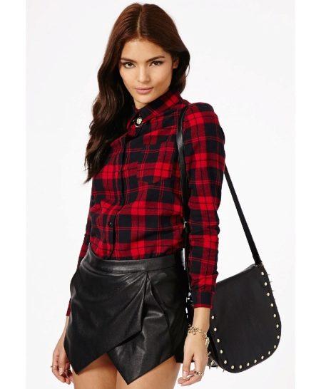 402e04cceff Рубашки в бордово-черную клетку – это почти классика. Изначально именно они  завоевали популярность женщин. Притом носили их в основном девушки из  высшего ...