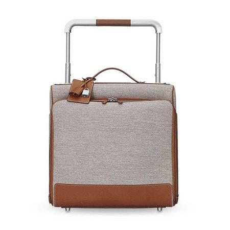 a2606bc88383 Выбирая себе сумку или чемодан в качестве ручной клади, обратите особое  внимание на ее особенности, предъявляемые требования. Самые главные  особенности ...