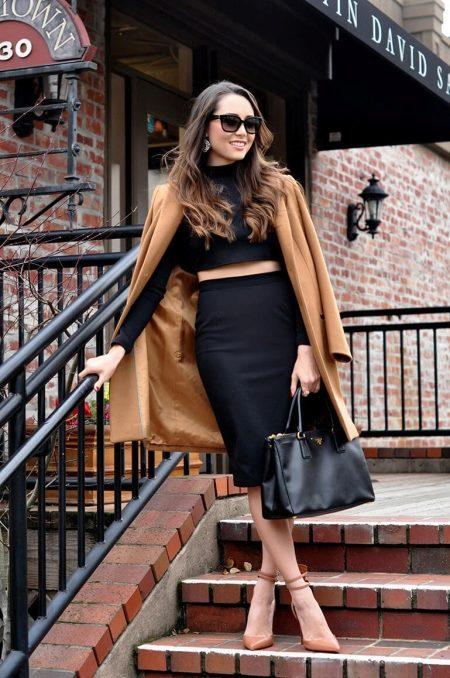 Брюнетки в черных юбках фото