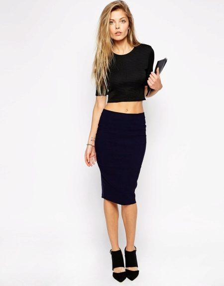 2b387ab3c57 Самая популярная модель юбок – трикотажная. Трикотажная юбка облегает  ягодицы и сужается к низу. Трикотажные юбки хорошо тянутся и не сковывают  движения.