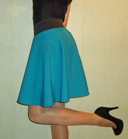 Широкая черная резинка для юбки