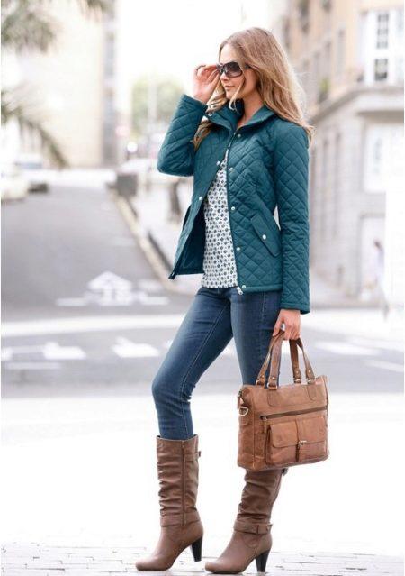 Большинство девушке выбирают трендовый «пэчворк» в качестве верхней одежды»  потому что, он максимально легок в уходе. Следить за стеганой курткой из  ткани ... d2071c813cc