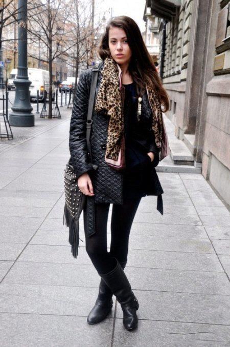 Когда погода никак «не определится», посылая то ветер, то солнце, наденьте  кожаную стеганую куртку, которую модно носить не только в застегнутом  варианте, ... abb3a253fb3