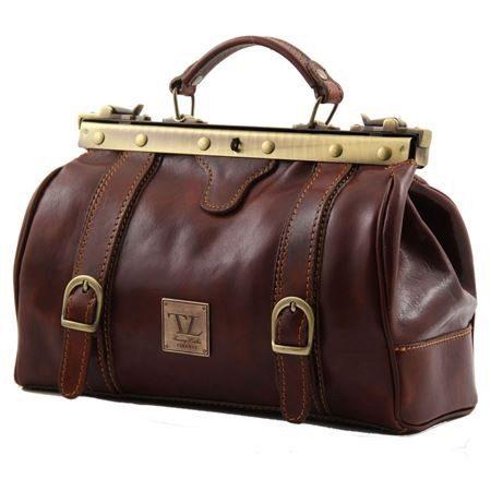 1722a84cba7c Стильная дорожная сумочка, выполненная в коричнево-рыжем цвете.  Используется мягкая натуральная кожа, кожаные ручки. Оснащается отдельной  секцией для ...