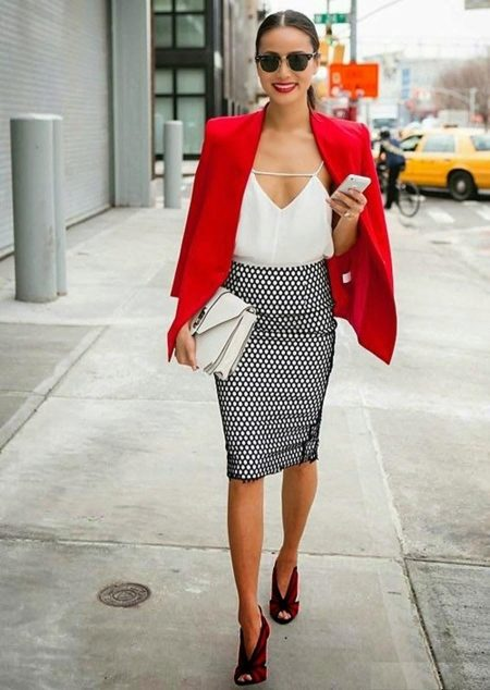 Трикотажные юбки черно-белая