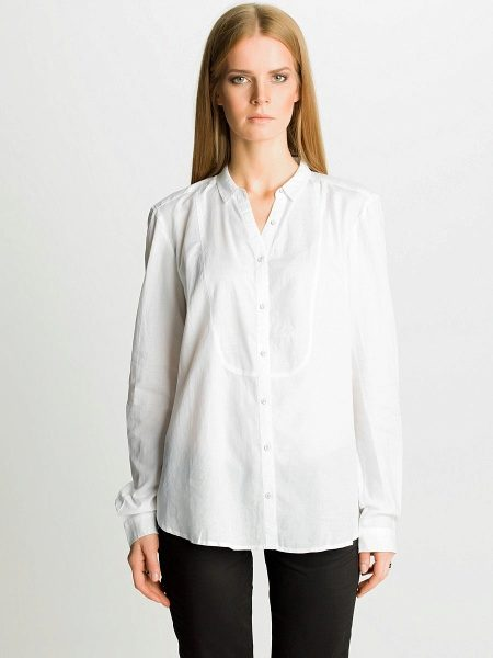 289e2121a1fc957 Главным поклонником белой рубашки среди создателей мира моды был Джанфранко  Ферре. В каждой своей коллекции он как-будто создавал её заново.
