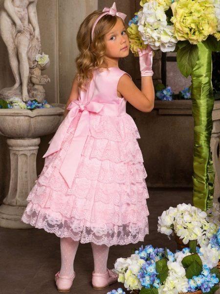 Очаровательное платье для маленькой леди