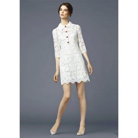 Платье с кружевным воротником и рукавами