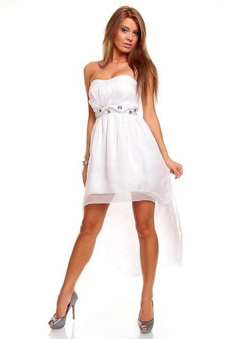 081a92de82b5490 Белый цвет хорошо оттеняет загар, в особенности, если вы – блондинка. Белое  платье подчеркнет нежность вашего образа.