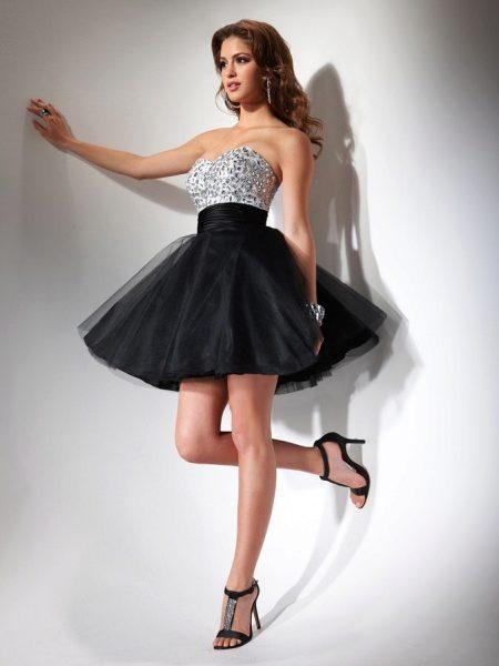 676daaea9b37e68 Кожаный лиф и баска - необычное решение для коктейльного платья. Воздушная  юбка из фатина вносит в наряд нотку нежности и романтики. Платье  завораживает ...