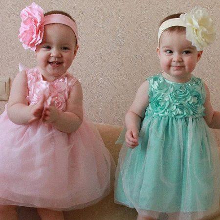 12f43b8fa94 ... платье гиперактивная малышка будет чувствовать дискомфорт и  капризничать. А спокойный ребенок легко выдержит празднование в таком  торжественном наряде.