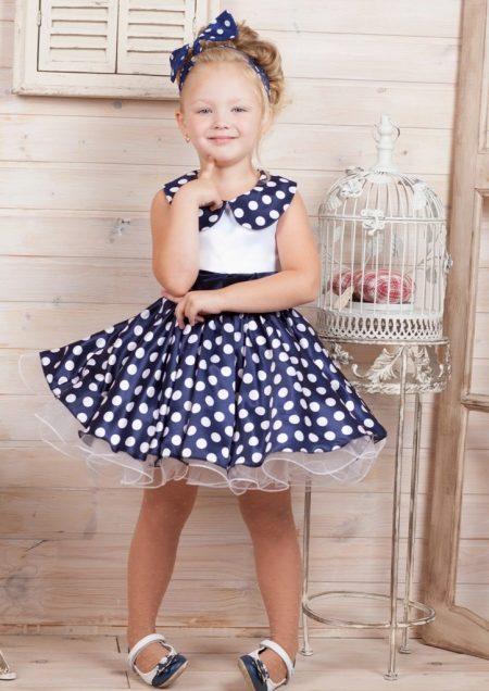 малышка в коротком платье