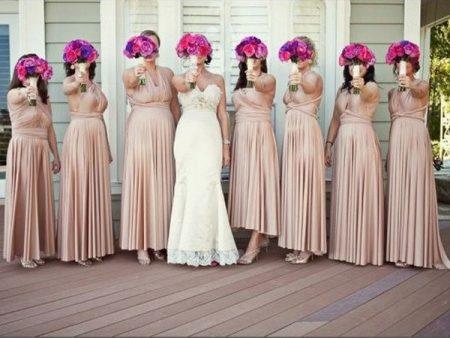 205c1213c365 For eksempel hævder firmaet at du kan bære en kjole i 30 i forskellige  formater. Men i virkeligheden viser det sig