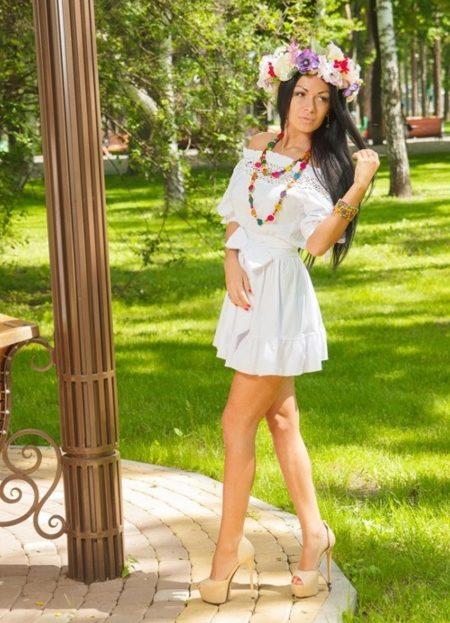 Белое платье в народном стиле