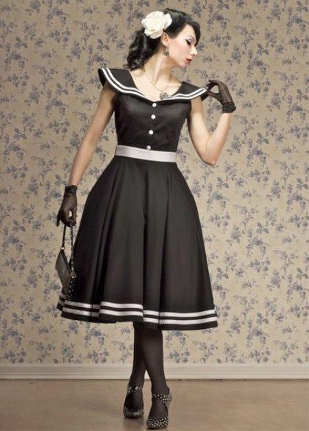 Черное платье с каймой