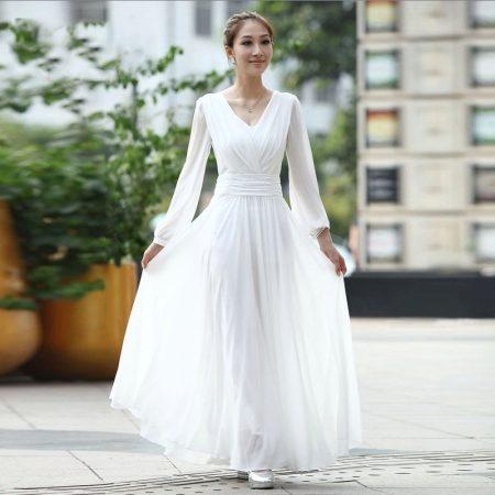 1883581dd97c Hvad kan jeg bære med en hvid lang kjole