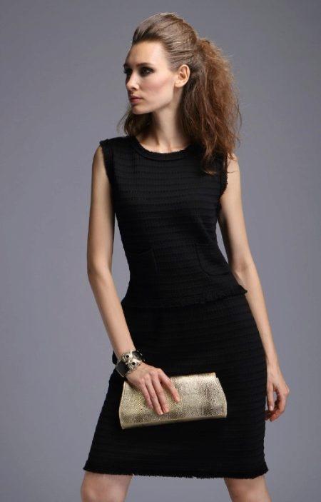 ef94dc864a95530 Сама Коко считала, что главной базовой вещью в женском гардеробе должен быть  именно этот наряд. Он будет уместен на абсолютно любом мероприятии, ...