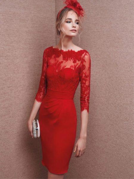 5c91fa907f5 Даже самый простой фасон платья в этом сочном цвете создает яркий и  праздничный образ. К красному платью легко подобрать аксессуары и обувь.