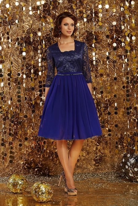 65731ddc379 Синее вечернее платье в стиле нью-лук длиною миди выбирают девушки и  женщины