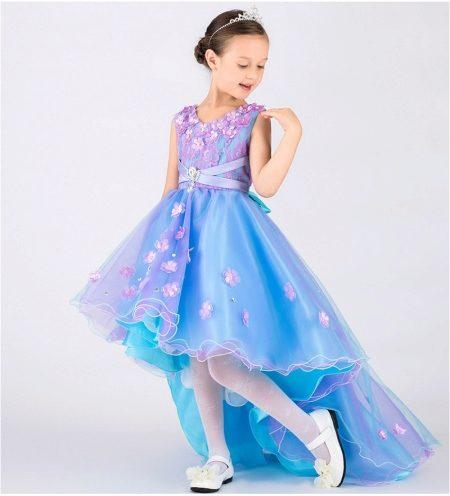 2e00be7f066 Юбка или лиф детского платья могут быть усеяны цветочными украшениями или  блестками