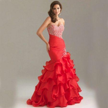 1a442f2346c Платье русалка прекрасно подойдет для выпускного вечера. Оно имеет  обтягивающий силуэт и значительно расклешенную нижнюю часть юбки. Вы будете  выглядеть как ...