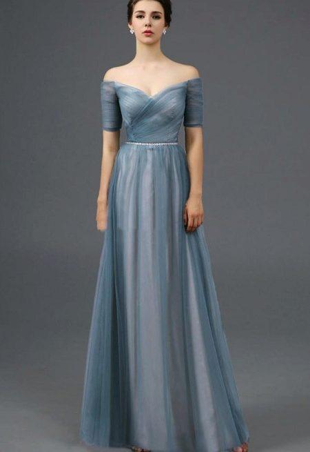 Образ платье с открытыми плечами