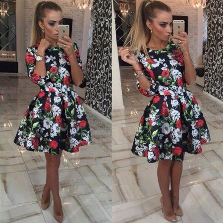 Пышный сарафан из хлопка – лучший вариант для жаркого дня. Платье мини из  шелка с изображением цветов идеально для романтического вечера. 793a481b52564