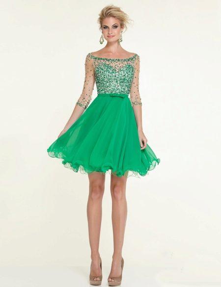 Платье зеленого цвета до колен