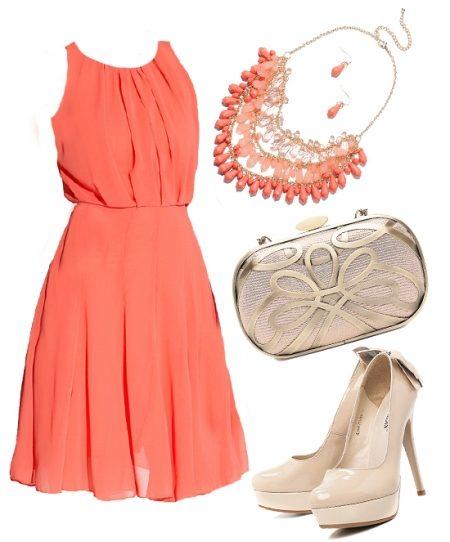 Платье коралловое какие босоножки