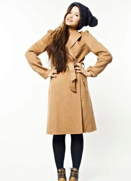 Классическое пальто и шапка фото