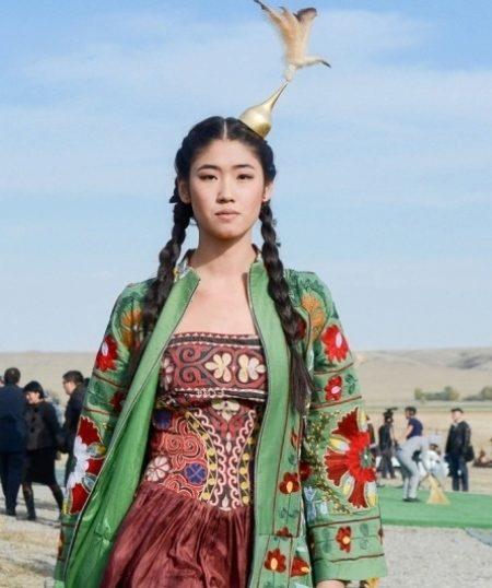 2df6c016eb4 Казахский национальный костюм (81 фото)  для девочки и девушек ...