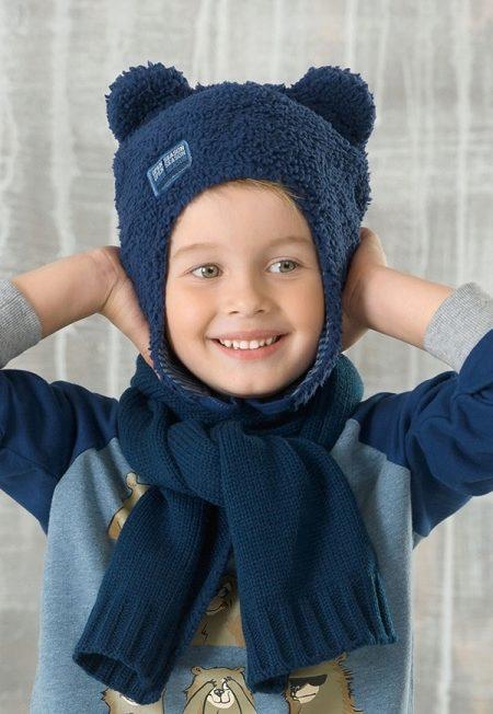 Шапка на мальчика с натуральным бубоном с ушками