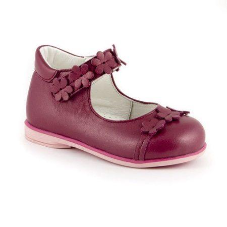db329d9c3 Во многих моделях туфель заметен не только тщательный подбор и сочетание  материалов, но и присутствие ручного изготовления. Во время выбора детской  обуви ...