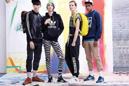 04296a3c7aa4 Спортивные товары Adidas – это не только костюмы, но и кроссовки, куртки,  жилетки, толстовки, бомберы. Вся одежда высокого качества, имеет  неповторимый и ...