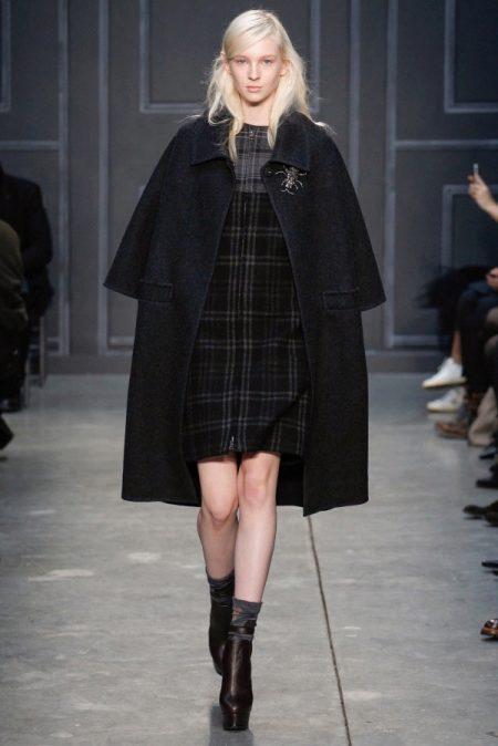 66cdbb871 Ботинки на толстой подошве идеально дополняют пальто. Среди наиболее  востребованных – оверсайз, удлиненные модели, а также пальто со строгими  линиями.