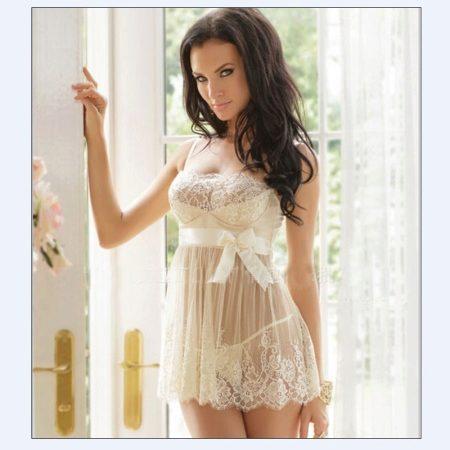 5f11b53aba98e Белое неглиже – отличный вариант для первой брачной ночи. Белоснежное  свадебное платье плавно превращается в эротический комплект.