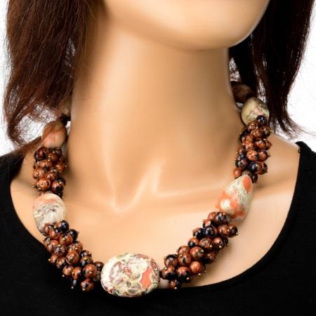 Бусы из натуральных камней (76 фото): из яшмы, нефрита, лазурита, опала, топаза, сапфира и рубиновые