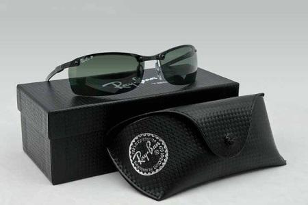 Bland de olika punkter som Ray Ban möts modeller med dioptrar för att  förbättra synen. Reyben-serien innehåller fälgar som liknar solglasögon   Clubmaster aede29899fd19