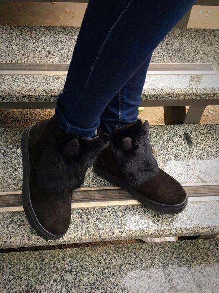 0807ebc9364 Med rhinestones. Placers af multi-farvede sten er stadig i mode. Ideel  indretning til en aften par sko, understreger ejerens lysstyrke og  femininitet;