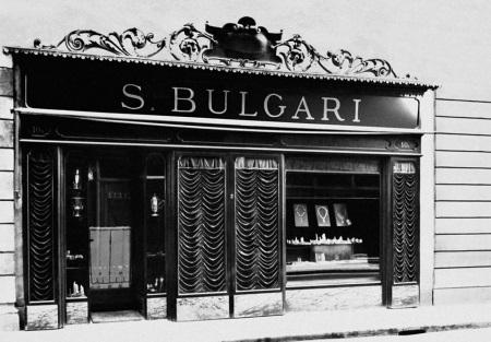 Кольца Булгари (84 фото): копии и реплики в стиле Bvlgari, оригинальное женские двойное кольцо с цветными камнями на руке
