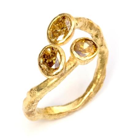 Кольцо с янтарем (55 фото): серебряные цельные кольца, зеленый янтарь в серебре