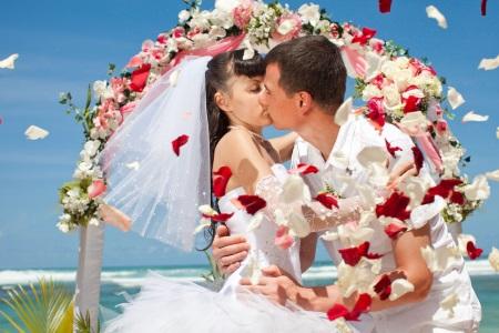 Комбинированные обручальные кольца (61 фото): парные свадебные из золота без вставок