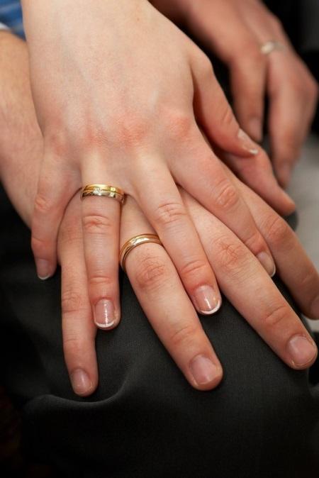 Мужские золотые кольца (104 фото): обручальные кольца для мужчин из белого золота с бриллиантами