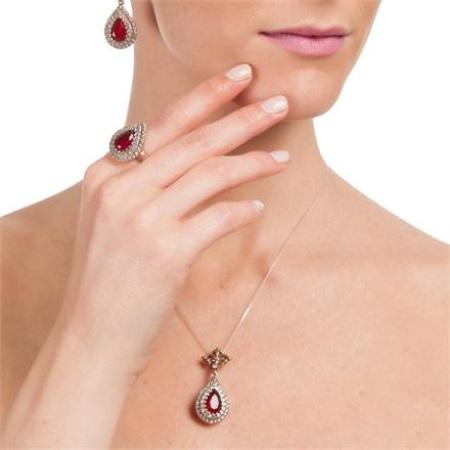 c3337e6f445f Существуют изделия из белого, розового, красного, зеленого и черного золота.
